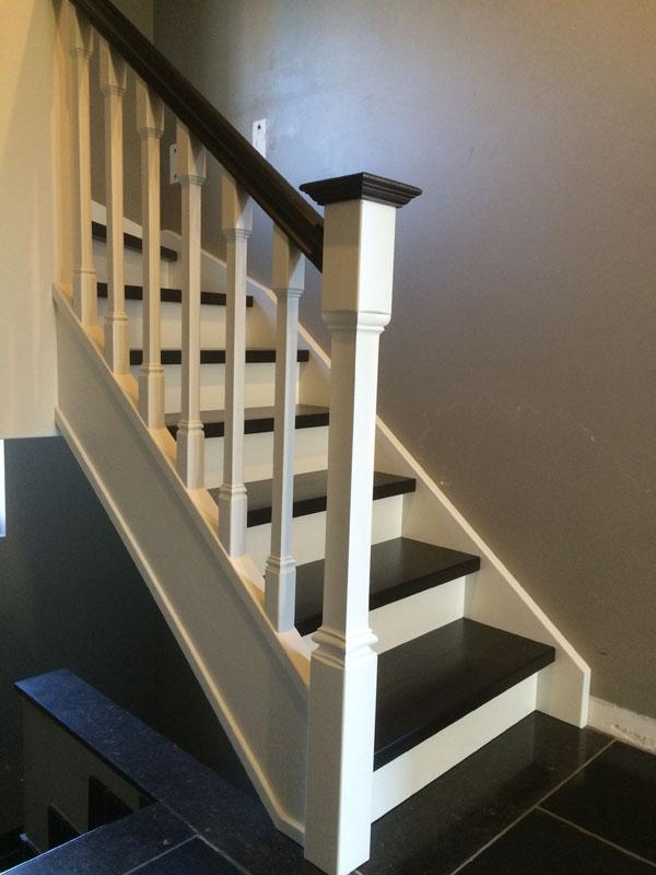 Trappen afwerken houten trappen limburg for Trap hout wit